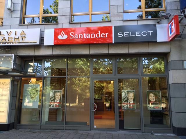 Eine Filiale der Santander Consumer Bank in Hamburg